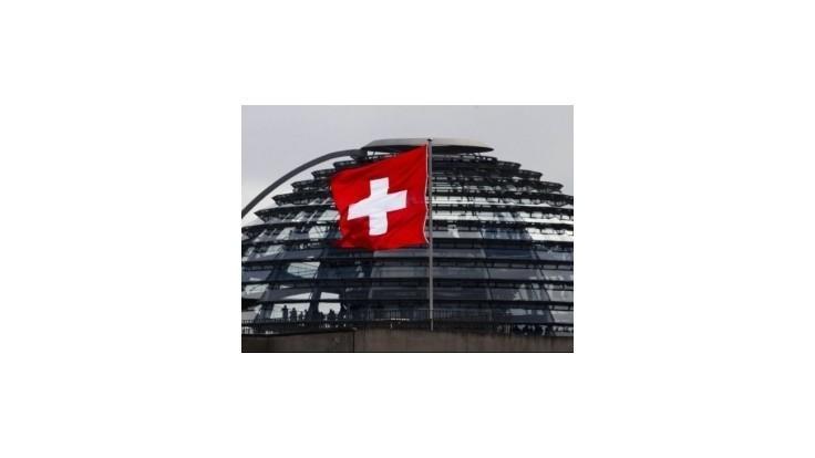 Prílev eur otriasa švajčiarskym bezpečným prístavom
