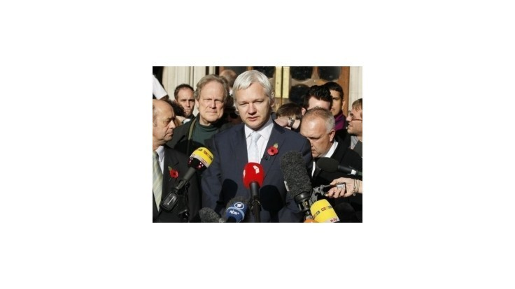 Británia pohrozila Ekvádoru zásahom na ambasáde, ak nevydá Assangea