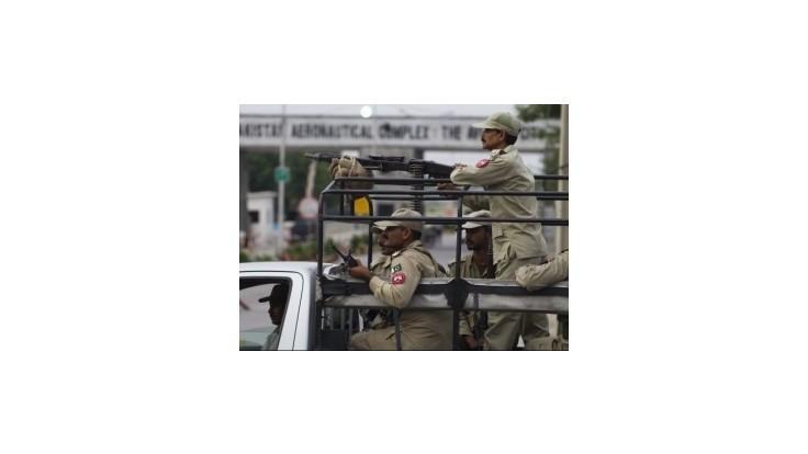 Islamskí militanti v Pakistane zaútočili na vojenskú základňu