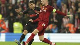 Viacerí futbalisti Premier League sa vzdali časti platov