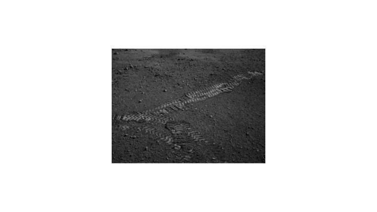 Vozidlo Curiosity absolvovalo prvú testovaciu jazdu po povrchu Marsu