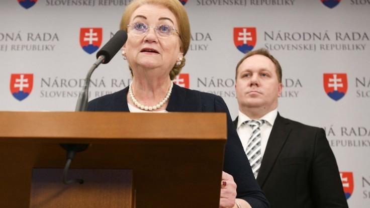 Poslanci chcú opäť sprísňovať potraty, Nicholsonová ich kritizuje