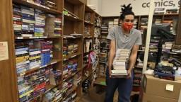 Aj knihy putujú do karantény. Knižnice opäť otvárajú svoje brány