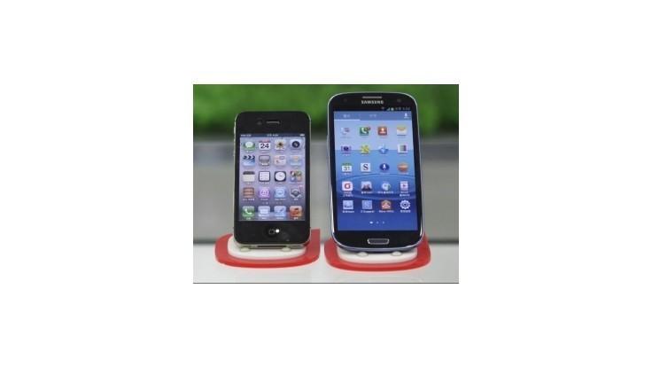 Apple chce zákaz predaja ôsmich telefónov Samsung