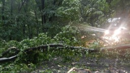 Žilinu a okolie zasiahol silný dážď, vyhlásili 3. povodňový stupeň