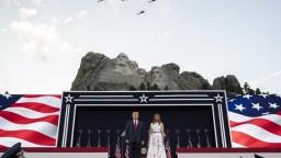 USA oslavujú Deň nezávislosti, Trump sa vyslovil proti popieraniu minulosti