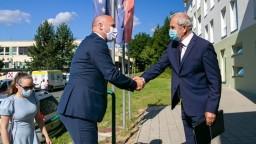 Civilné lety na Sliači neskončia, ubezpečuje minister obrany