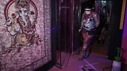 Prostitútky sa pred koronavírusom chránia špeciálnym vybavením
