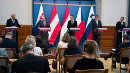 """Ministri sa stretli v Budapešti, hovorili aj o """"postcovidovom"""" svete"""
