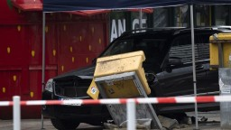 V Berlíne vrazilo auto do davu ľudí, polícia vodiča zatkla