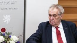Českého prezidenta v noci operovali. Vysvetlili, čo sa stalo