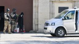 Fotogaléria: Zsuzsová sa nadýchla slobody a hneď ju opäť zadržali