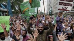 Karikatúra Mohameda pobúrila ľudí, pália francúzske vlajky