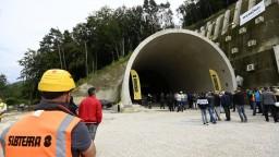Obyvatelia Milochova sú nespokojní, pre tunel prídu o zastávku