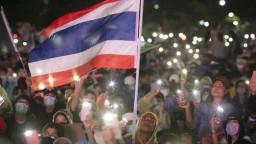 V Thajsku vyšli davy do ulíc, žiadajú rezignáciu premiéra