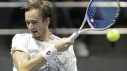 Tenista Medvedev vypadol, čaká ho príprava na Roland Garros