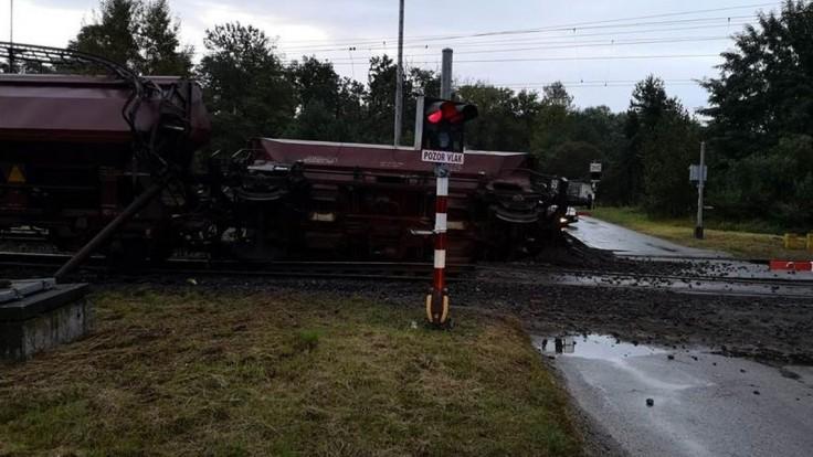 V okrese Malacky sa vykoľajil vlak, museli odstaviť dopravu