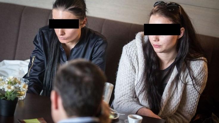 Preveria, či dievčatá dostávali drogy za to, že chválili Čistý deň