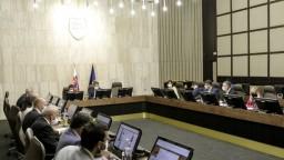 Rokovanie vlády o núdzovom stave a reforme súdnictva