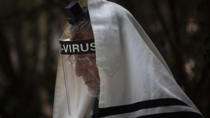 Jedna skupina má s vírusom veľký problém. Nakazil sa každý štvrtý