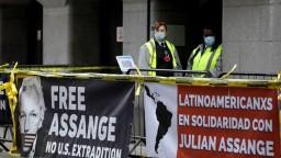 O vydaní Assangea rozhodnú v januári, hrozí mu 175 rokov