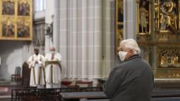Účasť na bohoslužbách už nie je povinná, biskupi udelili dišpenz