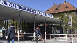 V Košiciach a Prešove situáciu zvládajú aj napriek nakazeným lekárom