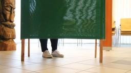 Voľby cez pandémiu: Takto to vyzeralo pri volebných schránkach