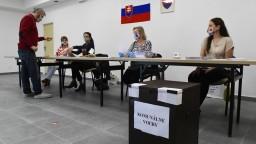 Doplňujúce komunálne voľby na Slovensku poznačila pandémia