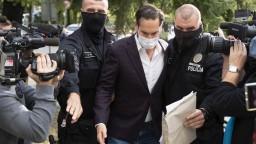 Bratislavského starostu prepustili, budú ho stíhať na slobode