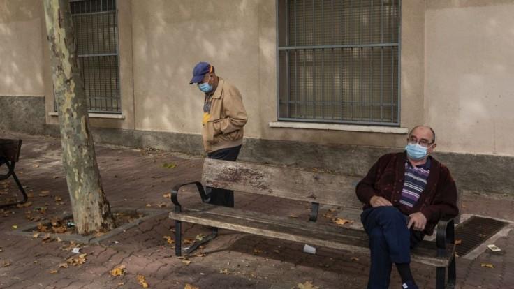 Napriek víkendu pribudli stovky prípadov, najviac v Bratislave