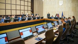 Rokovanie vlády o dotáciách rezortu kultúry i dofinancovaní VšZP