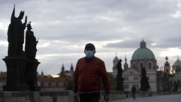 Česko hlási rekordné zamorenie, nakazilo sa vyše 5000 ľudí