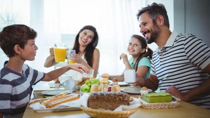 V slovenských domácnostiach nesmú na raňajky chýbať chlieb a pečivo, ukázal prieskum