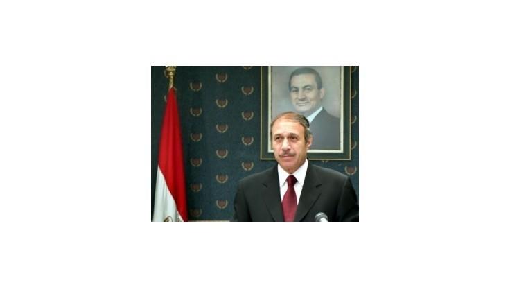 Bývalého egyptského premiéra poslali na tri roky do väzenia