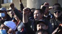 V Biškeku prezident vyhlásil výnimočný stav, zahŕňa zákaz vychádzania