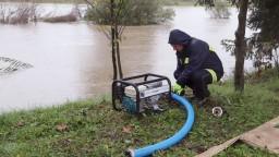 Dážď neustáva, povodne najviac hrozia v desiatich okresoch