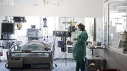Prvý raz zomrel človek, ktorý sa opakovane nakazil koronavírusom