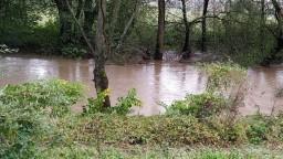 Záplavy majú prvú obeť. Živel napáchal škody, museli i evakuovať