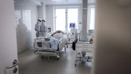Nemocnica kolabuje, žiada o pomoc. V práci chýba vyše sto ľudí