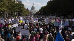 V USA pochodovali proti Trumpovi, nesúhlasia s novou sudkyňou