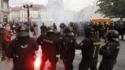 Vodné delá a ťažkoodenci. V Prahe protestovali proti opatreniam