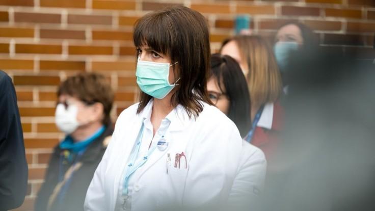 Pribudli stovky nakazených, hospitalizovaných je vyše 600 ľudí