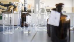 Fragmenty vírusu našli aj v odpadových vodách, pitná ohrozená nie je