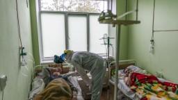 Na Ukrajine zomrelo rekordné množstvo ľudí, hrozí kolaps
