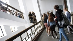 Rodičia vysokoškolákov majú stratiť nárok na daňový bonus na dieťa