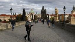 Česko zaplavujú infikovaní, pribudlo doteraz najviac prípadov