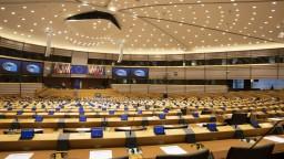 Polícia musí vyvodiť zodpovednosť, tvrdia europoslanci o smrti Chovanca
