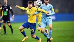 Futbalisti DAC sa udržali na čele tabuľky, so Slovanom remizovali