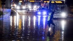 Opatrenia v Európe sa opäť sprísňujú, bude sa zatvárať a obmedzovať